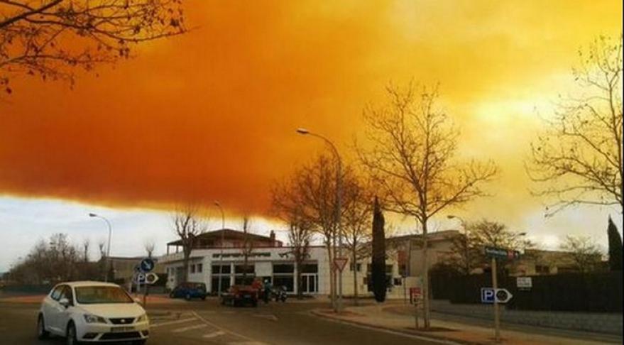 испания оранжевое облако