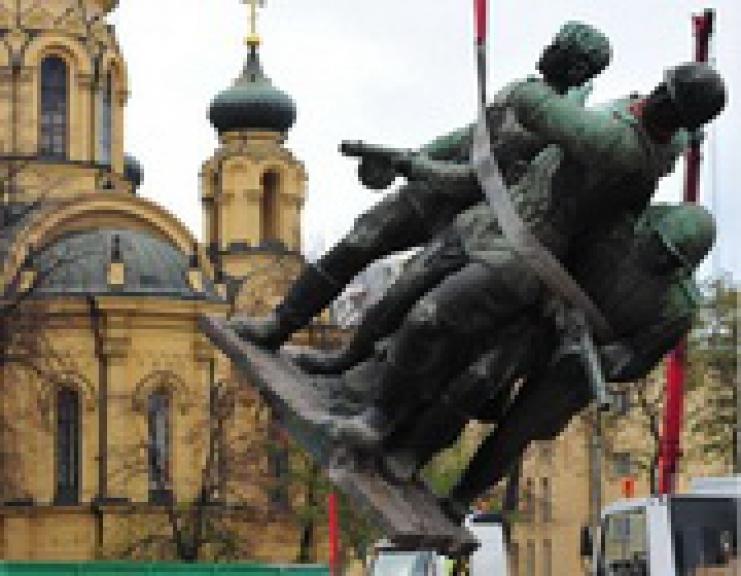 снос памятника советским солдатам