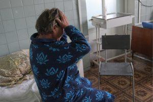 LUGANSK REGION, UKRAINE - JUNE 18, 2018: The woman who was injured in a shelling attack on the village of Zhelobok, east Ukraine, has been taken to Kirovsk Municipal Hospital in the town of Kirovsk, east Ukraine. Valentin Sprinchak/TASS Óêðàèíà. Ëóãàíñêàÿ îáëàñòü. Æèòåëüíèöà äîìà, îáñòðåëåííîãî â ïîñåëêå Æåëîáîê, â Êèðîâñêîé ãîðîäñêîé áîëüíèöå. Âàëåíòèí Ñïðèí÷àê/ÒÀÑÑ