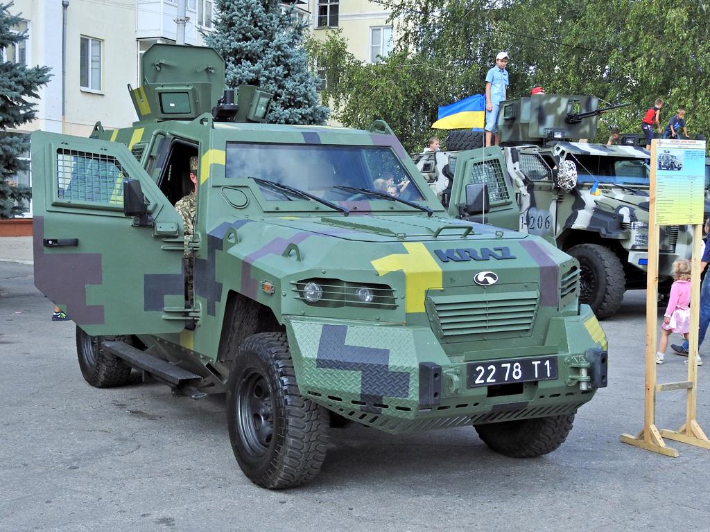 Броневик таможенников попал под пули боевиков вДонбассе