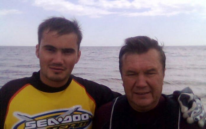 Викторы Януковичи. Фото с Одноклассников