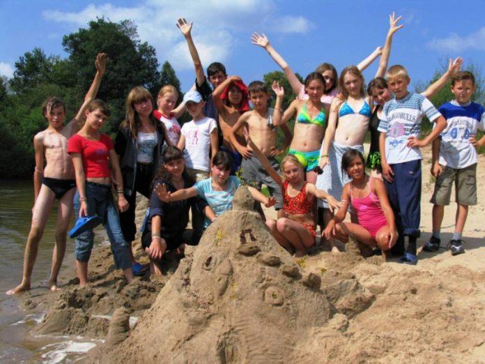 Отдых в детских лагерях