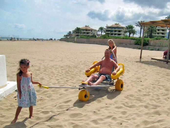 В Мариуполе часть городского пляжа обустроено для принятие людей с инвалидностью
