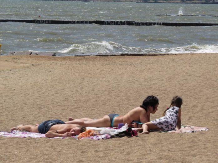 Пляж в Мариуполе