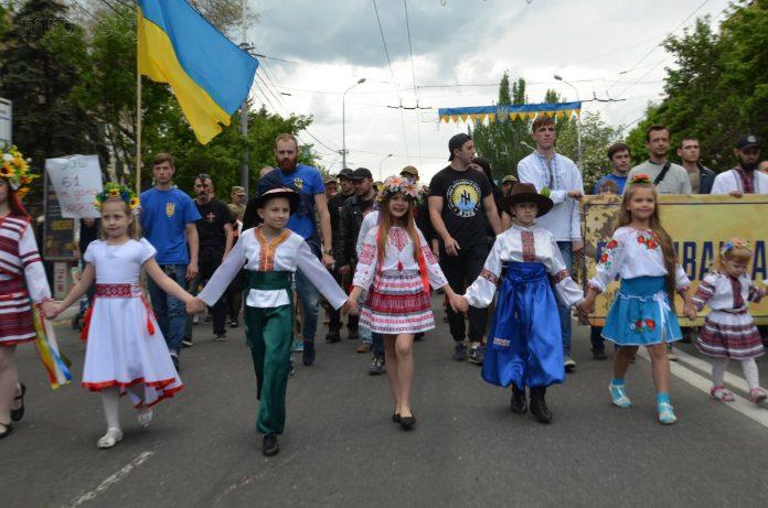 Парад вышиванки в Мариуполе