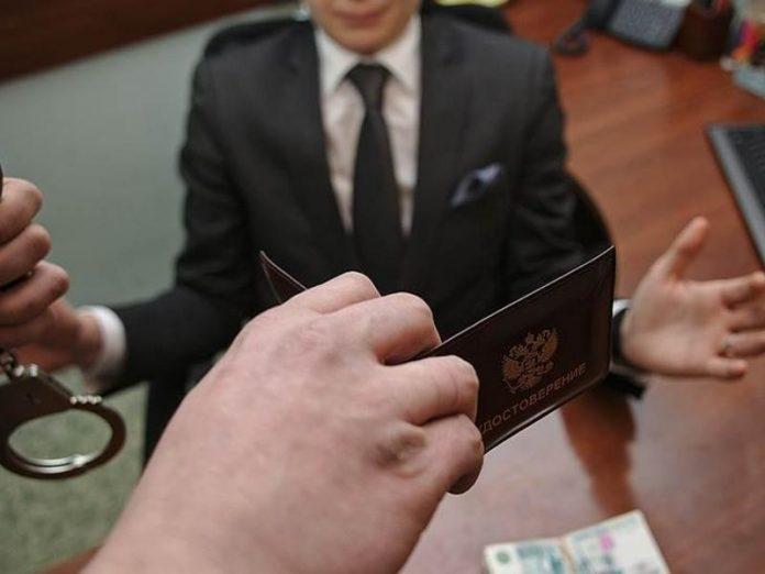 При получении взятки задержан чиновник ДНР