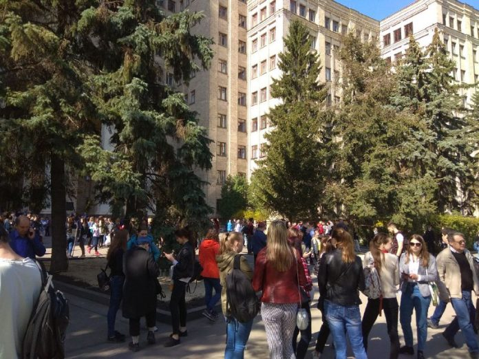 Заминировано здание учебного заведения
