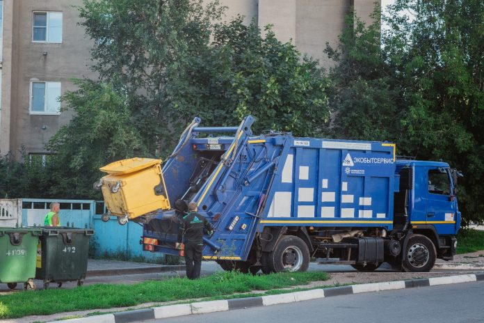 Для уборки мусора в Мариуполе планируют приобрести