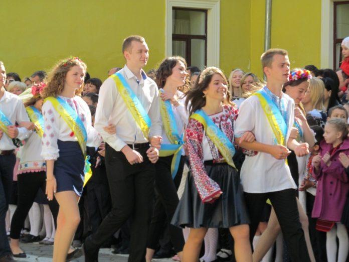 Последний звонок в школах Украины
