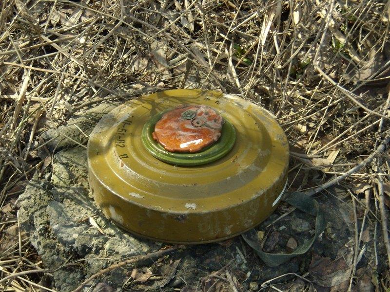 В пгт. Славяносербске обнаружена противотанковая мина