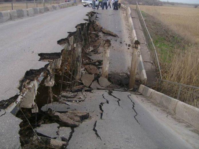 Разрушение моста в Донецкой области