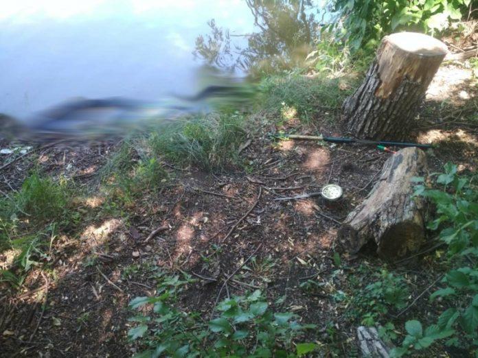 В пруду Тореза было найдено тело мужчины