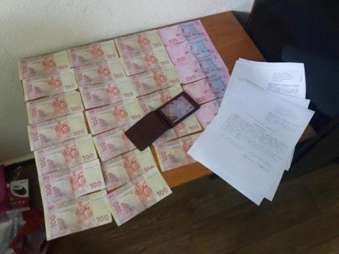 В Краматорске при получении взятки был задержан сотрудник полиции