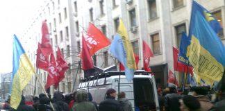 22 июня в Киеве у Верховной Рады прошел митинг пенсионеров с портретами Сталина и Жукова