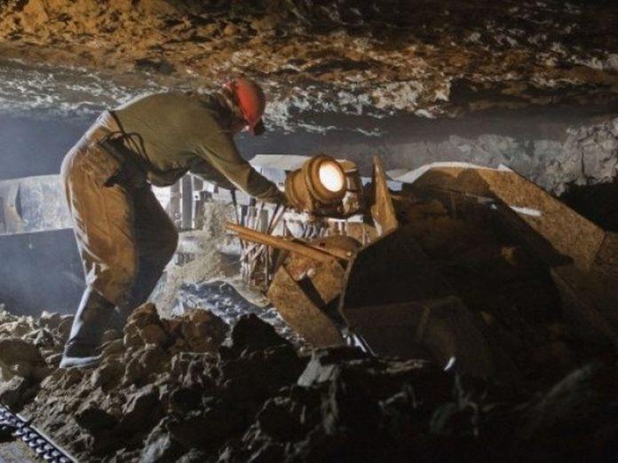 В Торезе горнорабочий о время выполнения работ получил травму выпавшим куском породы