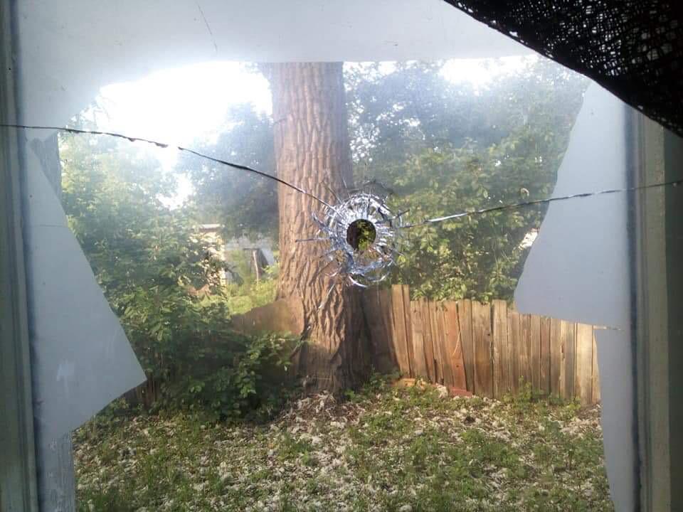 Обстрел жилого дома на Донбассе