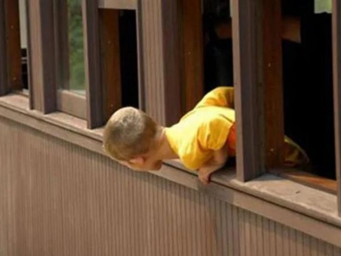 Падение малыша из 4-го этажа в горловке