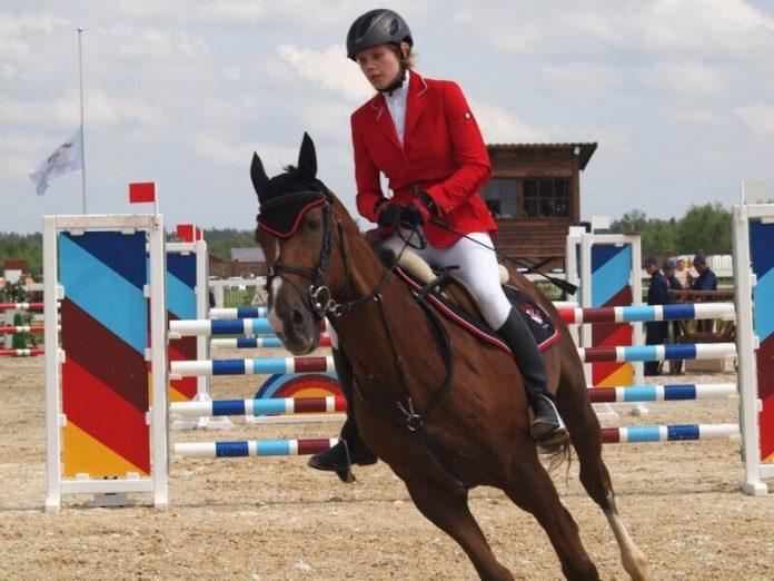 Соревнования по конному спорту в Горловке