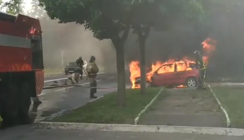 В Донецке горел автомобиль