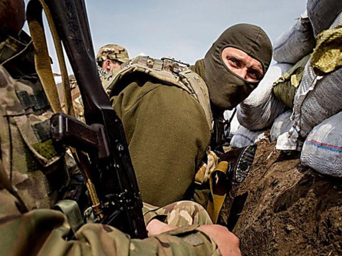 На Донбассе машина силовиков ВСУ попала под обстрел