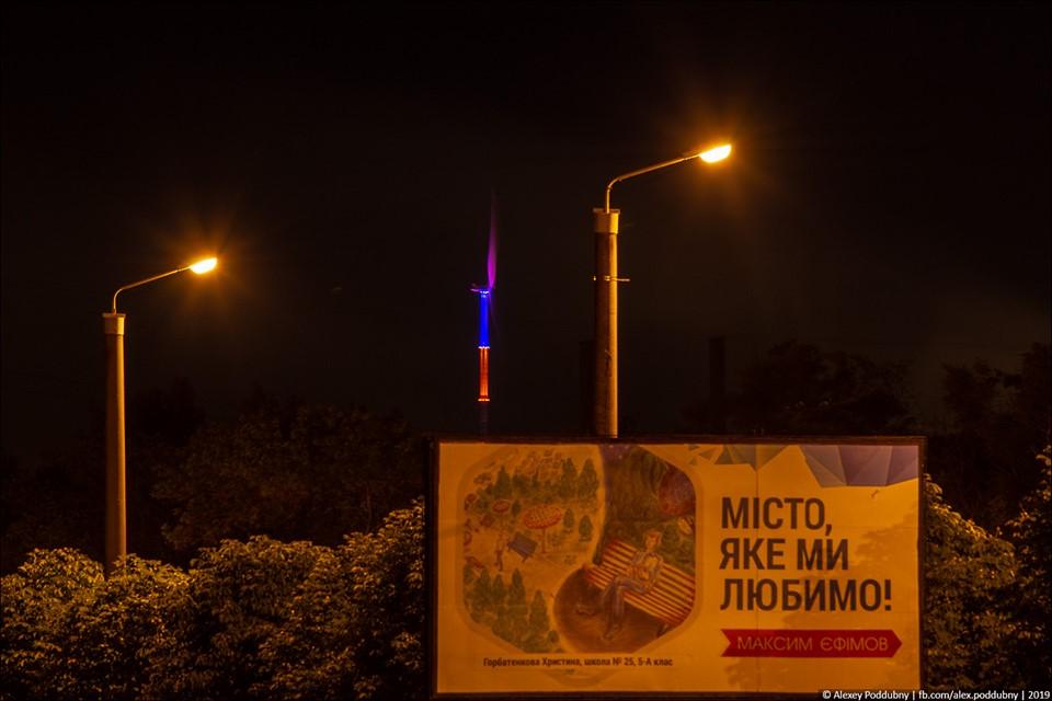 В Краматорске на ветроустановке появилась декоративная подсветка в цветах флагов Украины