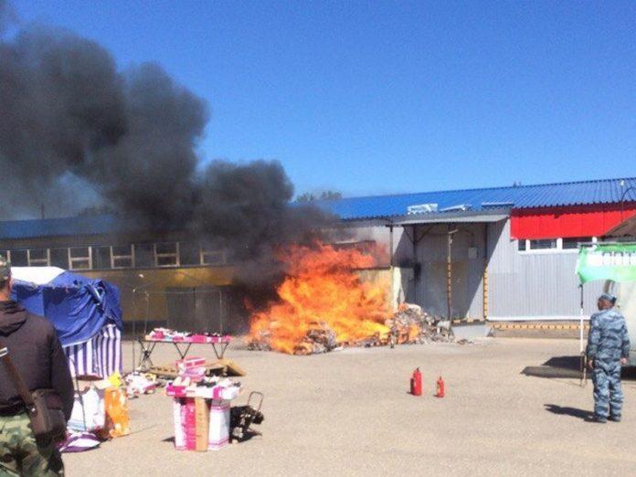 12 июня в Луганской области горел магазин