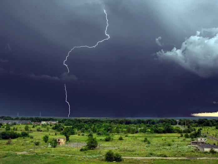 Грозы и шквальный ветер в Донецкой области
