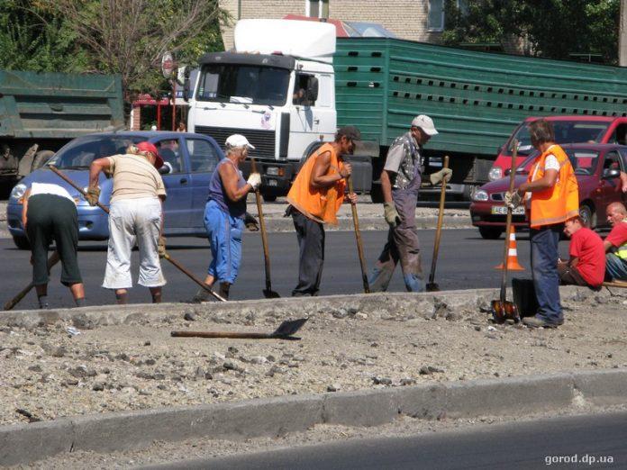 В Мариуполе проводится капитальный ремонт дорог на пр. Победы