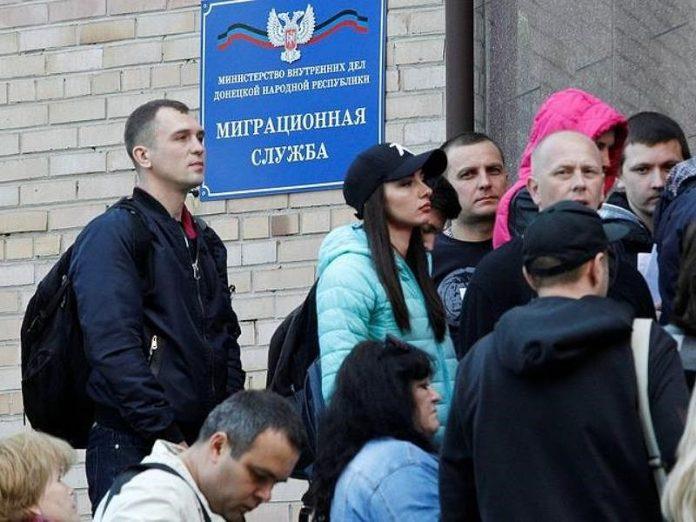 В Горловке на получение паспорта РФ выстраиваются очереди