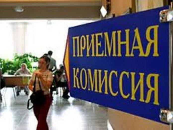 В вузах ЛНР начался прием документов