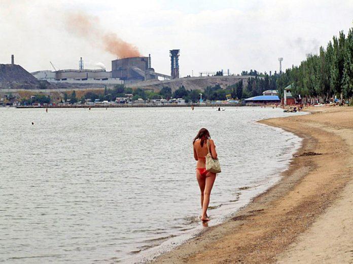 На трех пляжах Мариуполя обнаружены возбудители кишечных инфекций