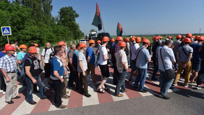 В Донецкой области бастующий шахтеры прекратили акцию протеста