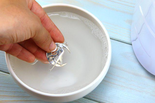 Чистка серебра нашатырным спиртом