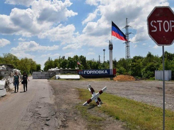 26 июля два человека были госпитализированы с КПВВ под Горловкой
