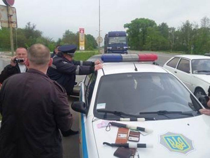 В Луганской области сотрудники полиции вымогали взятку у водителя