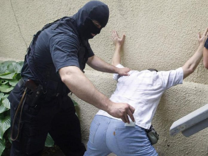 В Краматорске задержали двух мужчин по подозрению в сбыте наркотиков