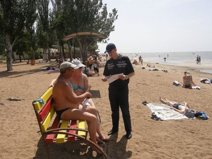 На пляжах Мариуполя с начала лета зарегистрировано 13 краж