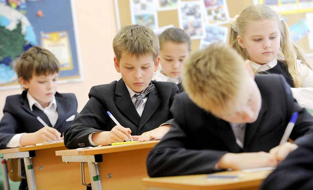 улыбки, картинки ученики за партами в школе этом свидетельствуют