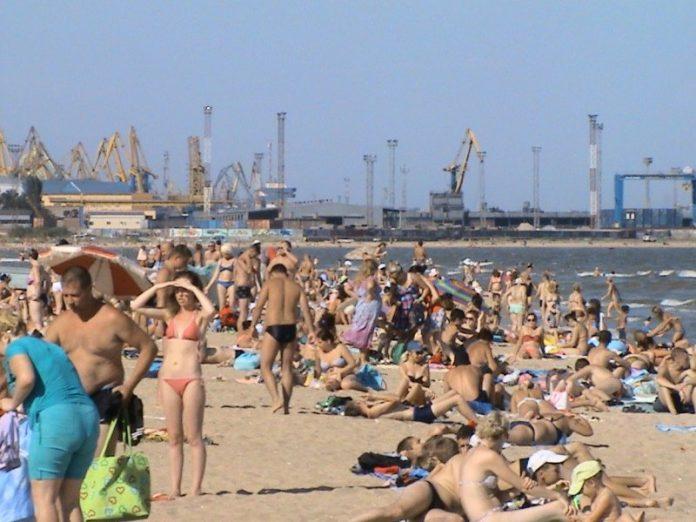 На пляжах Мариуполя улучшилось состояние морской воды