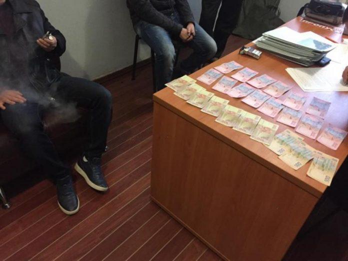 Капитана Национальной полиции Донецкой области уличили в получении взяток