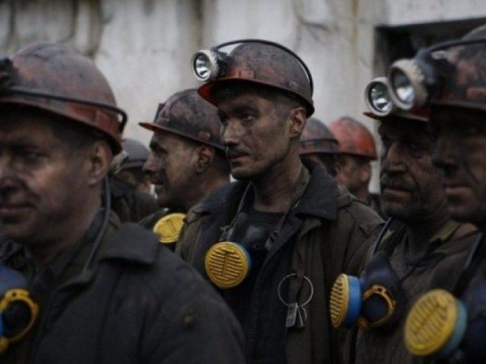 Горняки шахты