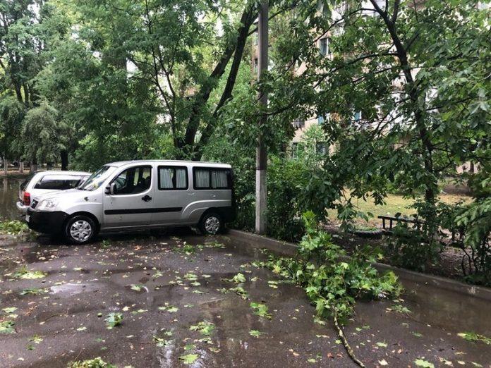 В Лисичанске в результате непогоды 27 абонентов остались без водоснабжения